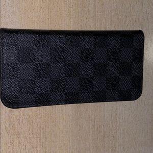 Louis Vuttion 8 Plus cell phone case